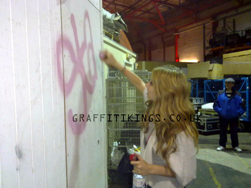 X Factor Jedward & Stacey Solomon meet the Graffiti Kings – watch the video here :)