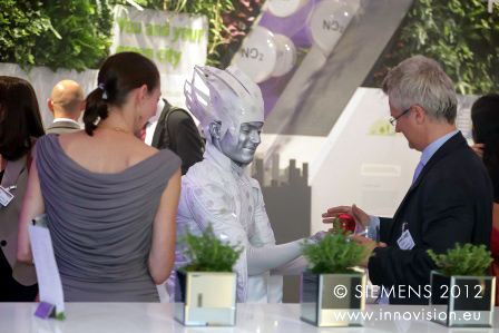 Siemens invite the Graffiti Kings to the Crystal building Launch.